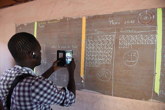 _Peacebuilding-in-Africa-cellphone-570px.jpg