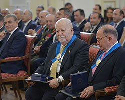 Vartan Gregorian Honored by Republic of Armenia